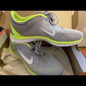 Brand New Nike In Season TR5